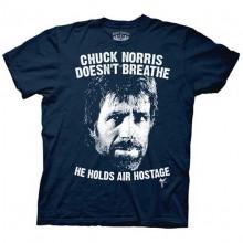 Chuck Norris Doesn´t Breathe T-Shirt